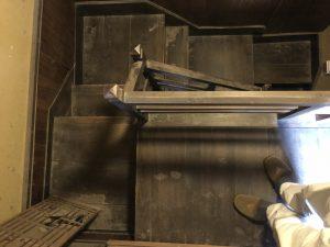 三次市吉舎町の古民家リノベーションの階段