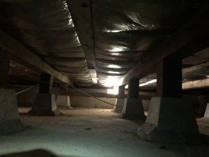 住宅の床下で、耐震補強についてかんがえる