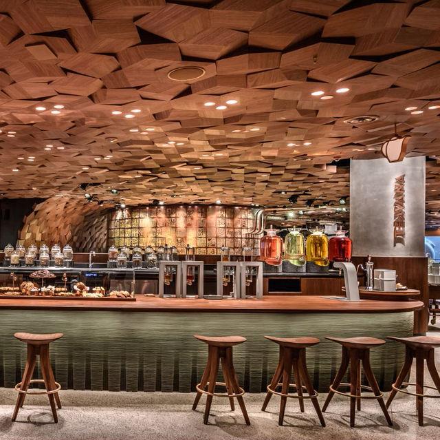 広島県三次市のカフェなどの店舗建築の実例写真です